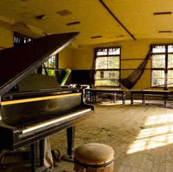 Relaxing Piano Music Clubhouse